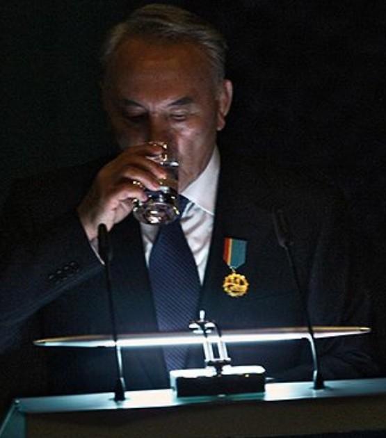 Назарбаев - основатель государственности?!
